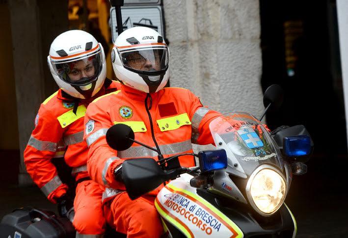 CRONACA BRESCIACORSO ZANARDELLI MOTOCISLISTI CROCE BIANCA NELLA FOTO CROCE BIANCA MOTOCICLISTI 21/11/2015 REPORTER FAVRETTO